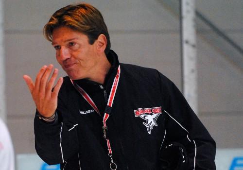 Uwe Krupp leitet das Haie-Training