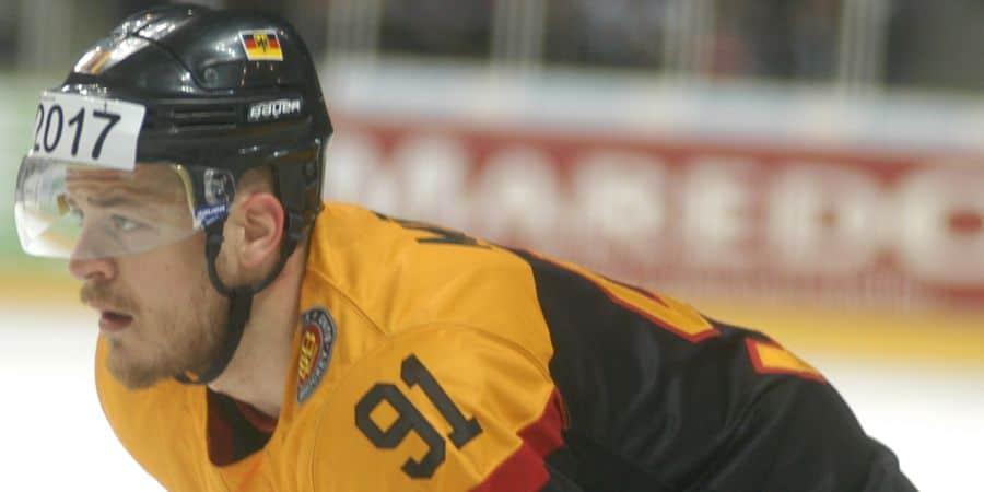 Moritz Müller im Trikot der Nationalmannschaft am 05.04.2015 gegen Russland in Oberhausen. Foto: Peggy Nieleck