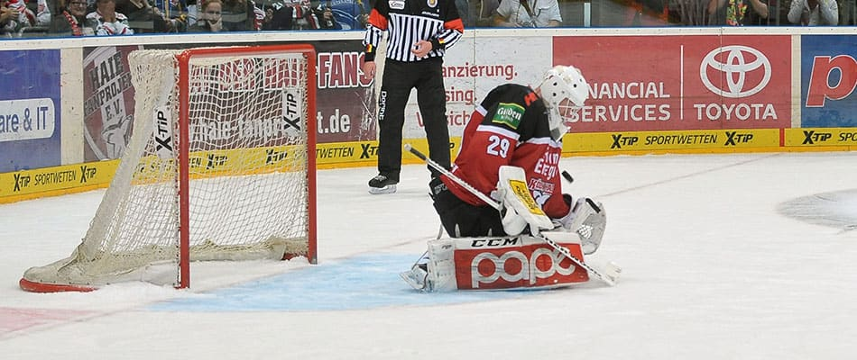 Wesslau war erneut der starke Rückhalt im KEC-Team. Foto: Steffen Thaut.