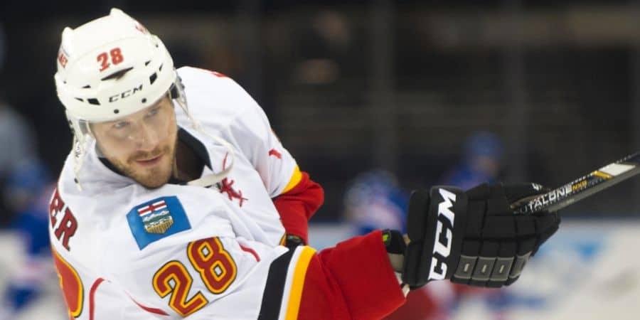 Verteidiger Corey Potter im Trikot der Calgary Flames. Foto: Cal Sport Media / Alamy Stock Foto
