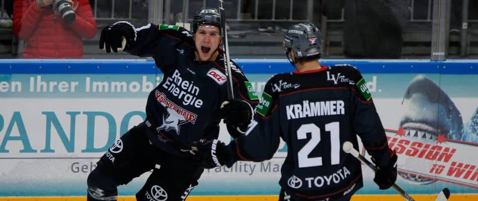 Shawn Lalonde und Nico Krämmer bejubeln das 5:0. Foto: mcfly37.de