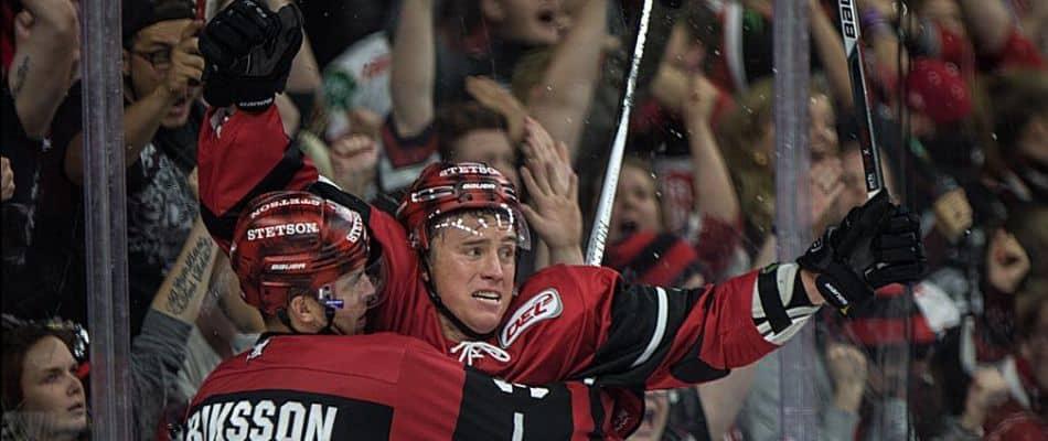 Fredrik Eriksson und Blair Jones bejubeln das Siegtor in der Verlängerung. Foto: mcfly37.de