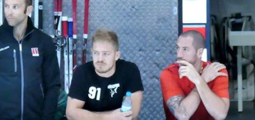 Moritz Müller und Steve Pinizzotto beobachten Spiel 1 aus der ersten Reihe.