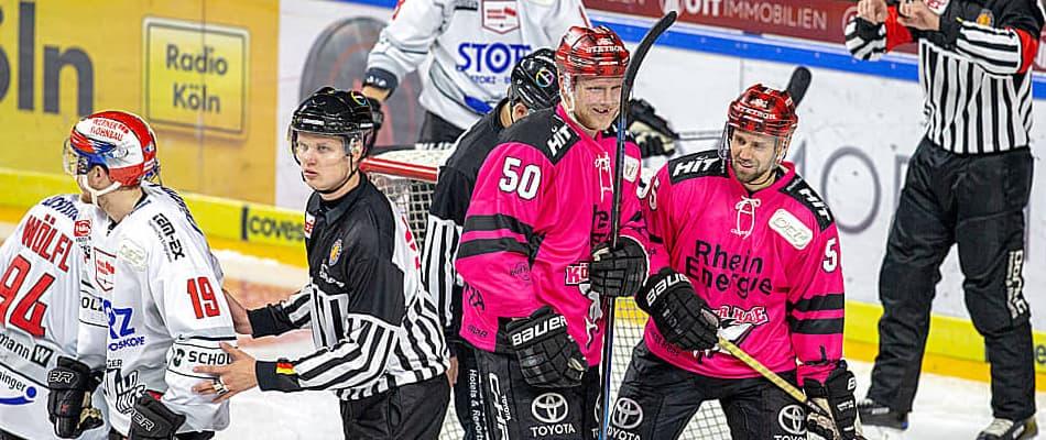 Alexander Oblinger und Felix Schütz freuen sich über das 3:0 (Foto: Andreas Dick)