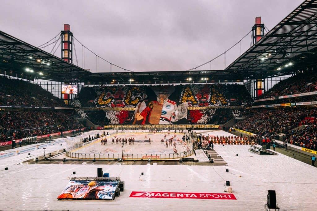 Die große Fan-Choreo vor dem Spiel des DEL WINTERGAME 2019. Foto: Basti Sevastos.